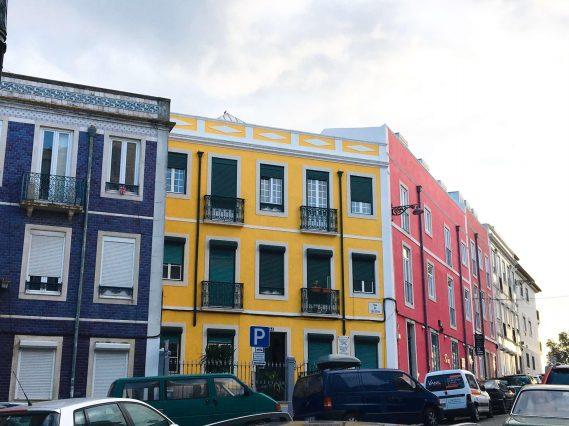 lisbon-colourful-houses